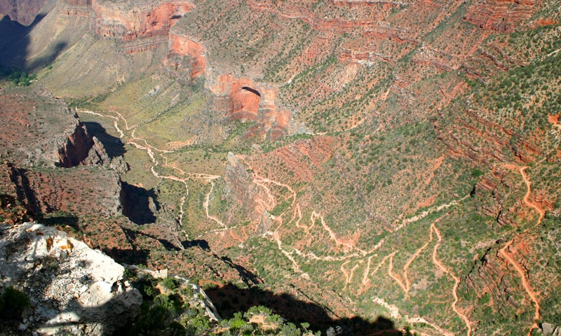 Switchbacks along the Bright Angel Trail drop into the Canyon